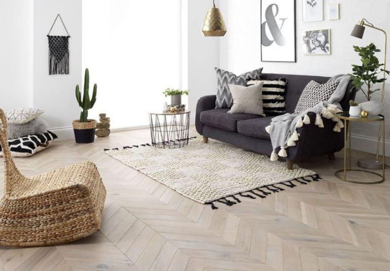 Làm phòng khách rộng hơn bằng cách chọn gạch có màu sáng hơn