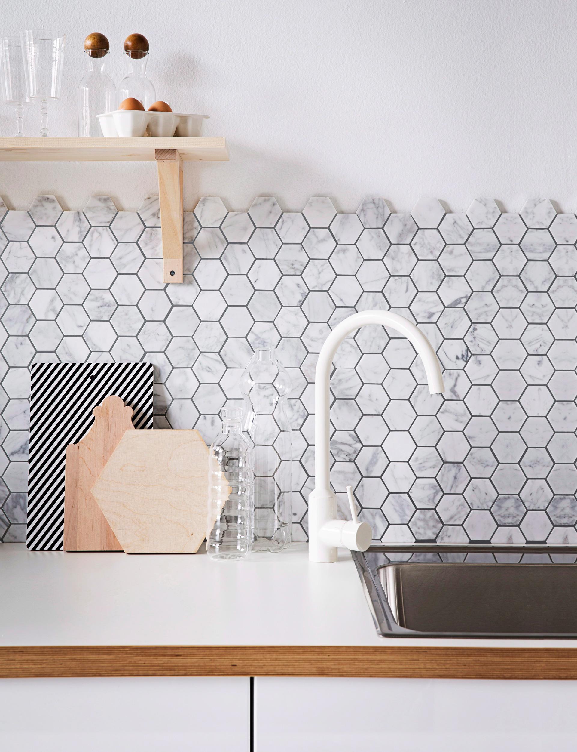 chọn gạch ốp tường hình ngũ giác cho nhà đẹp